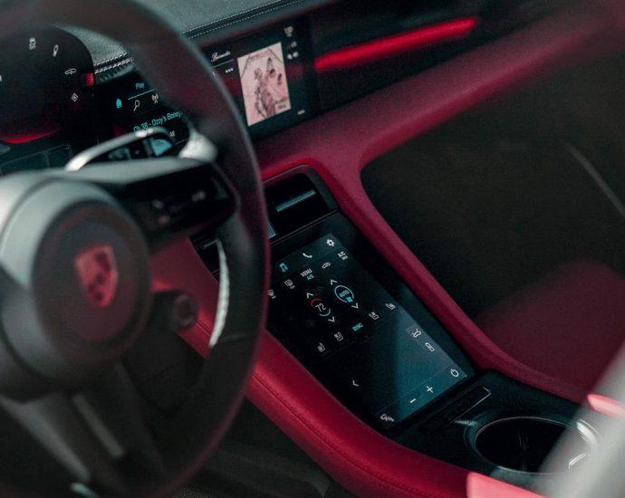 2020-Porsche-Taycan-Turbo-S-California-vibes-8