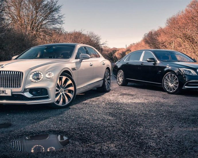 bentley-flying-spur-vs-mercedes-maybach