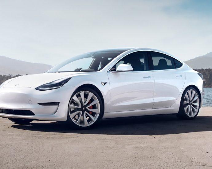 Tesla Model 3-uk