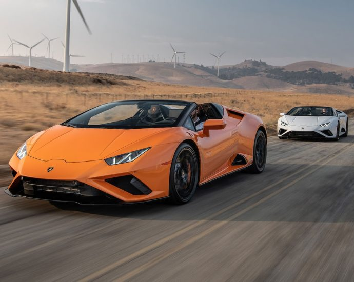 Lamborghini Huracán Evo RWD Coupe and Spyder