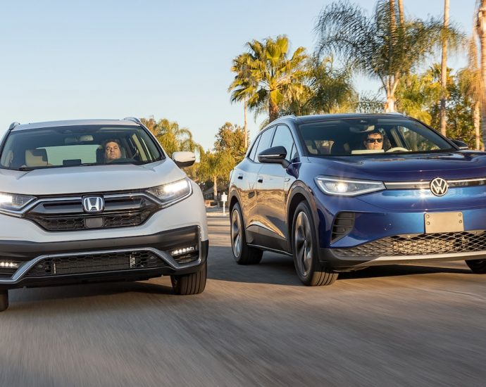 2021 VW ID4 vs Honda CR-V Hybrid